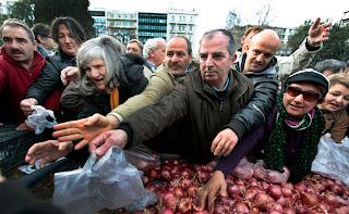 Tak Mampu Beli Makanan, Inilah yang Dilakukan Warga Yunani