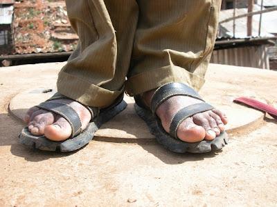 kaki pakai selipar
