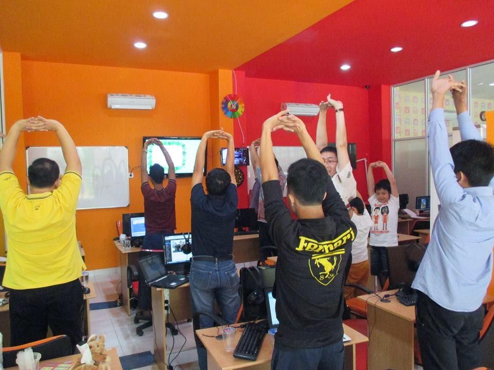 dLog30-dumet-school-stretching.jpg