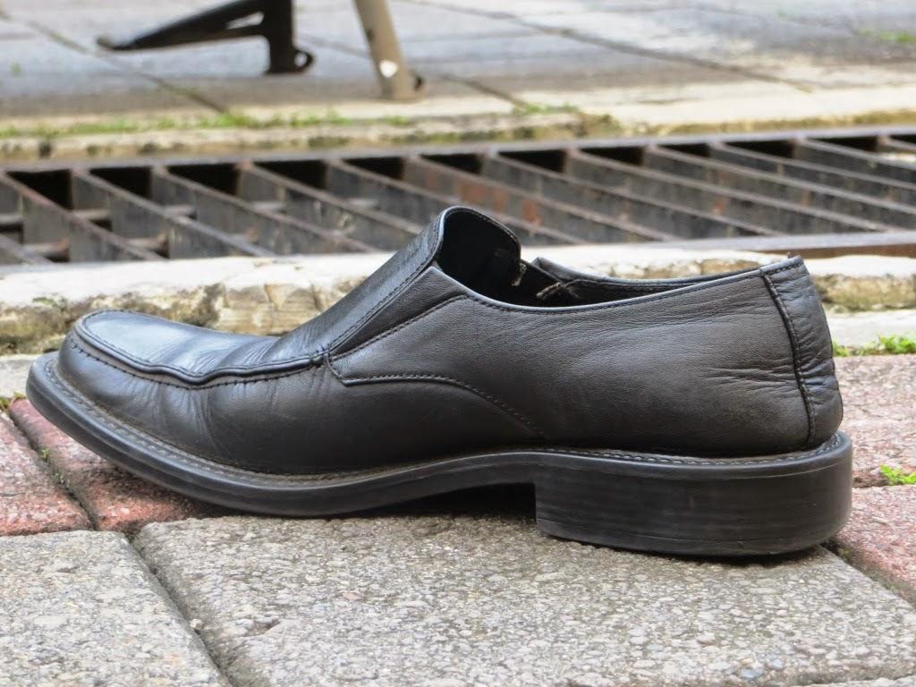Sepatu Bapak Tua