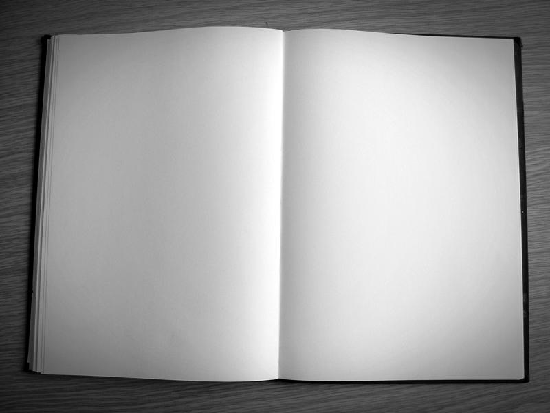 Ein Skizzenbuch mit leeren Seiten