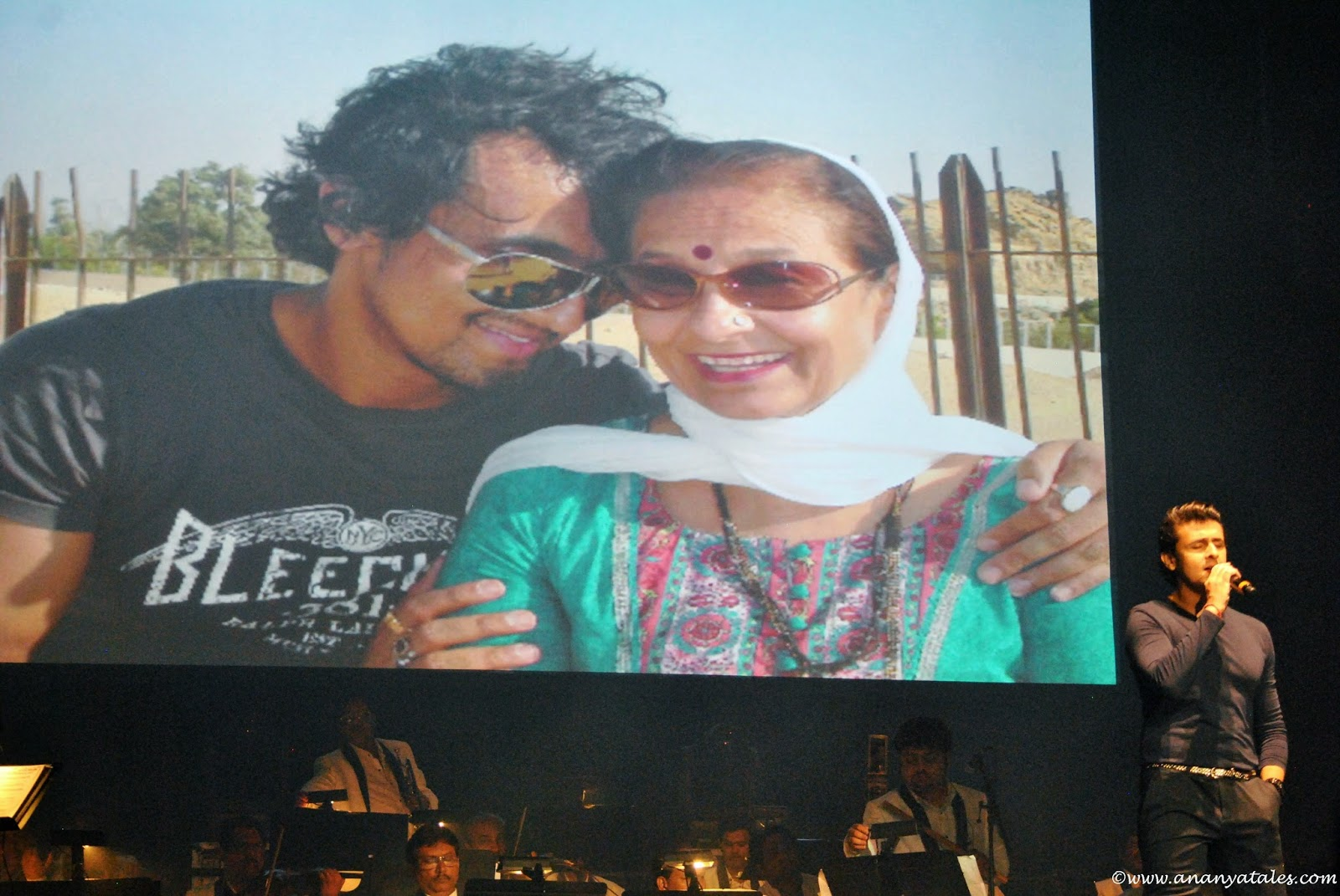 Sonu Nigams mother Mrs. Shobha Nigam , close to my soul, sonu nigam live concert in usa, famous indian singer