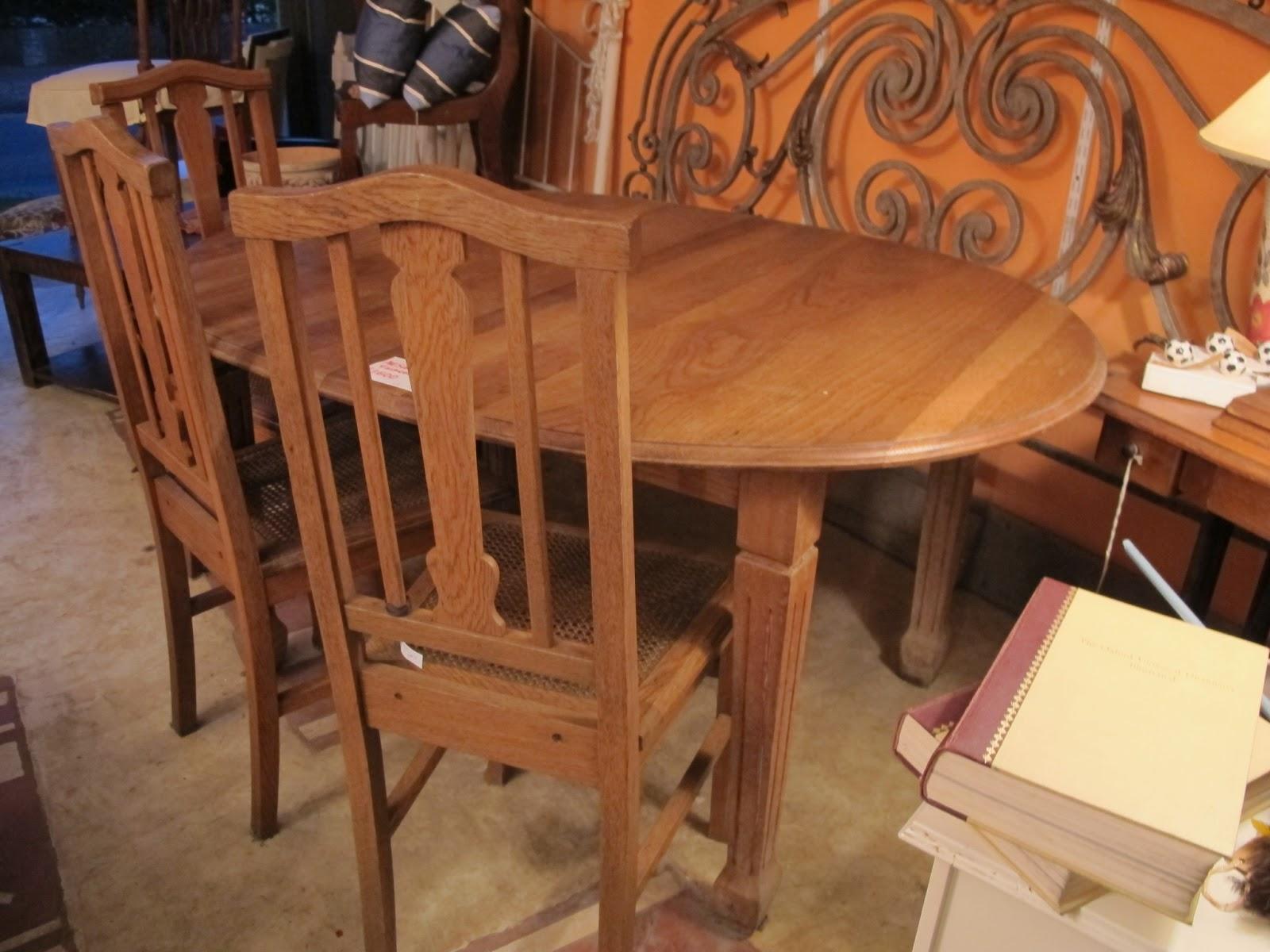 La guardilla flea market style muebles comedor for Sillas comedor roble