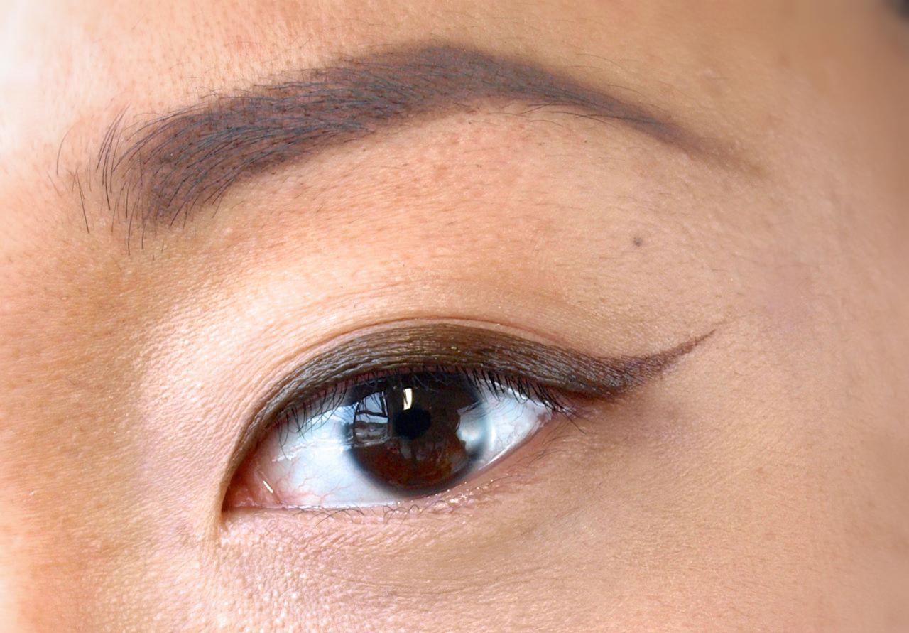"Lise Watier Féline Eyeliner HD Liquid Eyeliner in ""Brown"" Review Swatches"