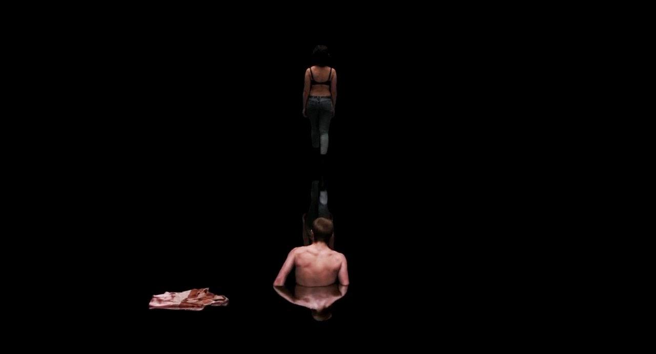 Under The Skin (2013) S4 s Under The Skin (2013)