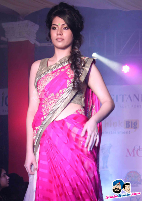 Indian Model in Pink Saree - (6) - Global Movie Independence Fashion Show Photos