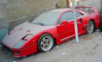 Ferrari Abandonada