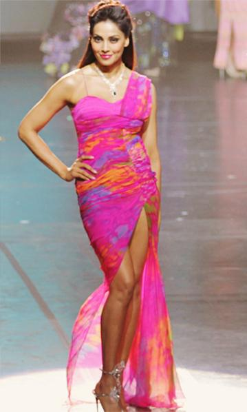 bipasha basu at iifa awards 2012 singapore