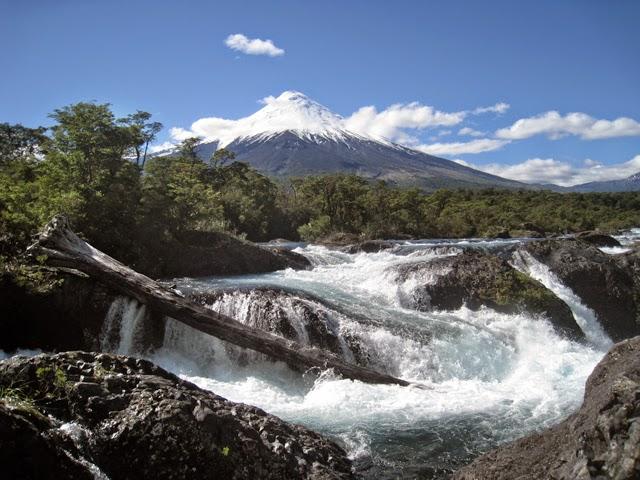 El Osorno, desde los saltos de Petrohué