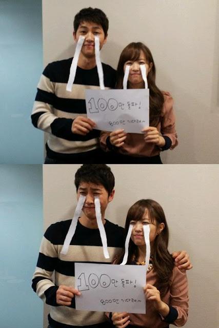 Song Joong Ki dan Park Bo Young Rayakan Keberhasilan Film 'Wolf Boy'