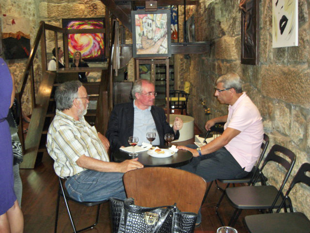 Agostinho Costa with guests of the Galery