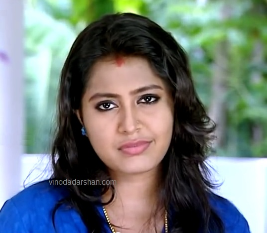Actress Meera Nair as Meenakshi in Ithal Serial