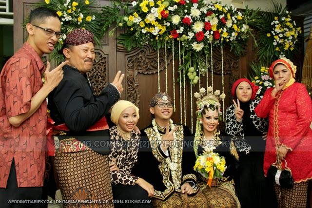 Sungging Pinilih 1 Pada Resepsi Pernikahan TIA ANGGRAINI dan RIFKY KURNIAWAN   Rias Pengantin oleh : DHITA Rias Pengantin Purwokerto   Foto oleh KLIKMG Fotografer Jakarta