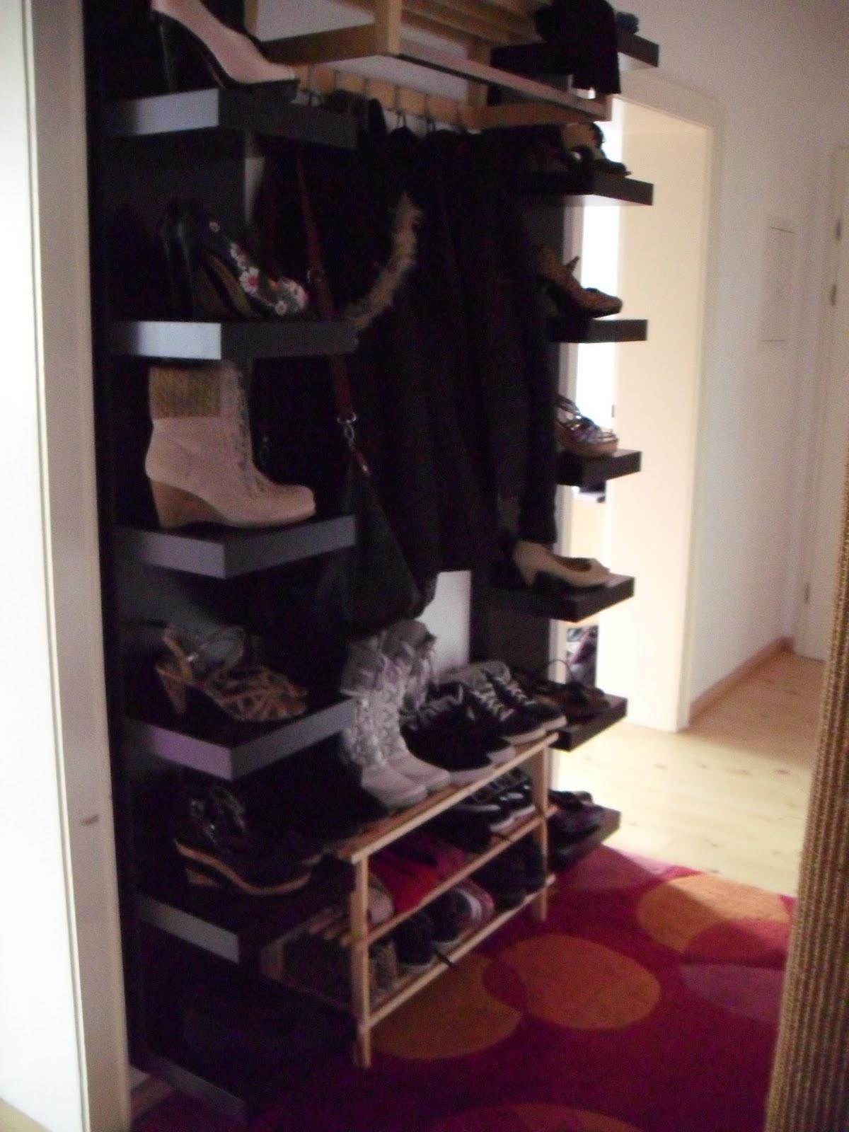 Wir Haben Rechts Und Links Von Unserer Garderobe Jeweils Ein Schuhregal  Angebracht (bzw. Mein Freund ;D). Ich Finde, Es Ist Recht Schick Geworden ;)