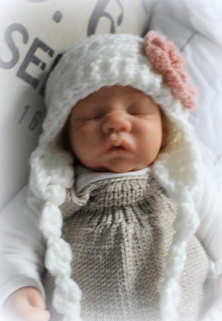 http://de.dawanda.com/product/89753031-baby-muetze-white