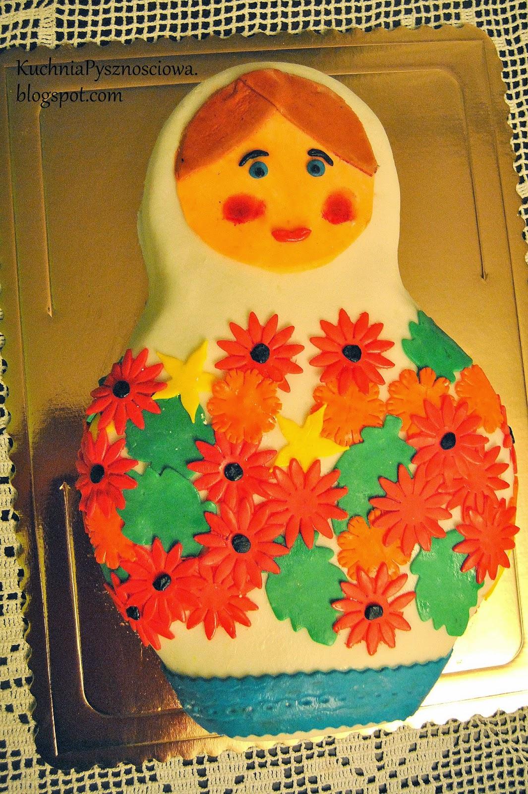 Tort ślubny z matrioszką