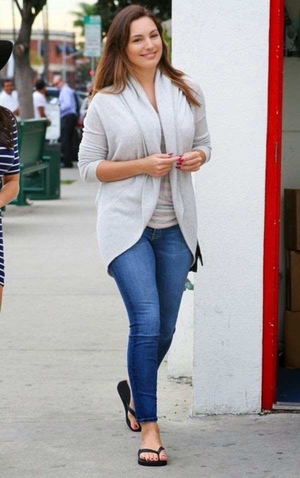 The 35-year-old displayed her casual point in a white top and jeans during her shopping trip with a female friend at Blick Art in West Hollywood, California on Thursday, January 29, 2015.