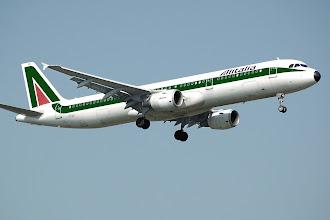 Paura in volo, fulmine colpisce aereo Roma-Milano