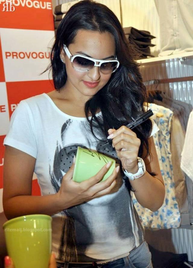 http://3.bp.blogspot.com/-41LzPoaRNR0/TaxFG5vLI5I/AAAAAAAAf-g/M6YBYe9AaFw/s1600/Sonakshi-Sinha-011.jpg