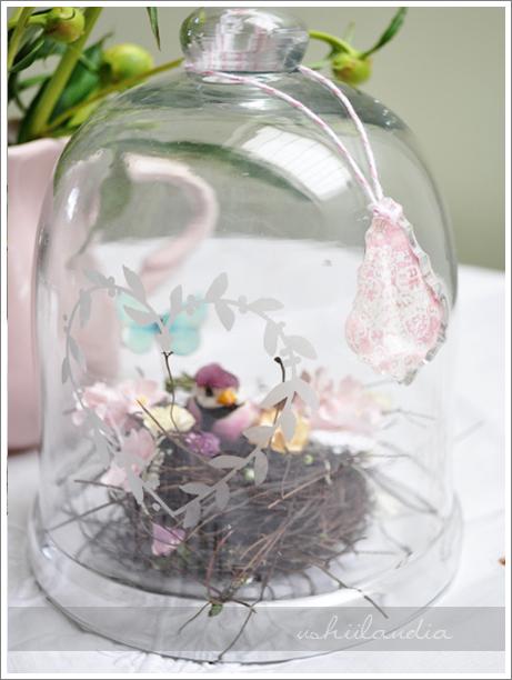 szklany klosz grawerowany, dekoracja wiosenna  - gniazdko, ptaszek