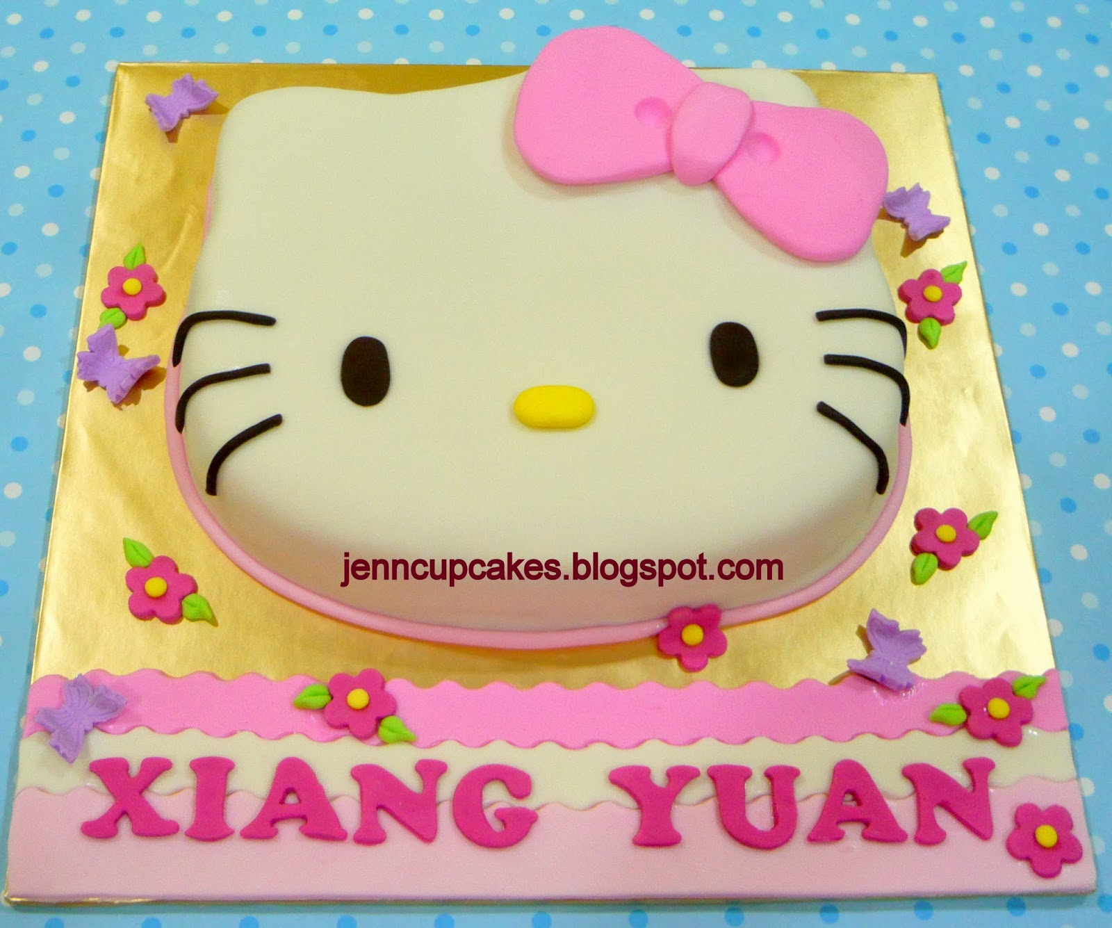 Jenn Cupcakes & Muffins: Hello Kitty Face Cake