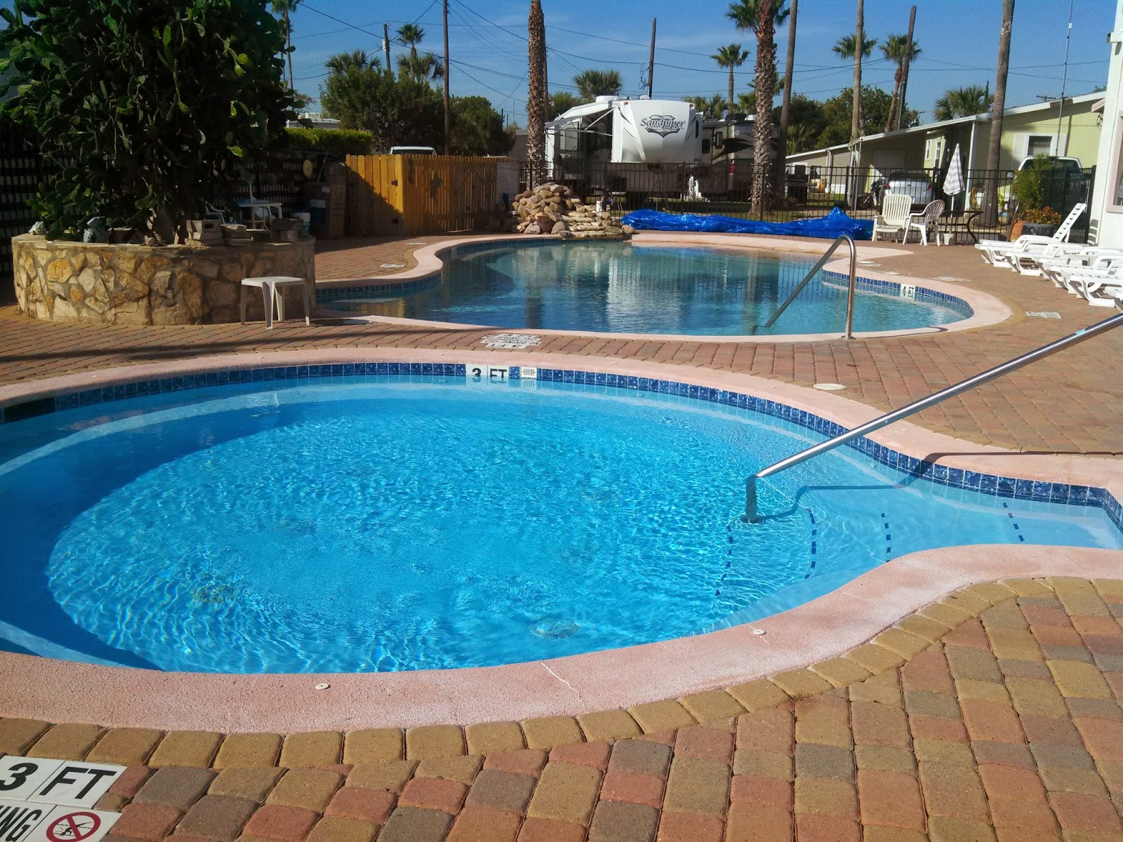 Nice Heated Pool And Hot Tub Here In Palm Gardens