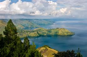 lake/toba/is/the/largest/lake/in/indonesia/travelling/the/adventure/tourist/the/beatiful/land