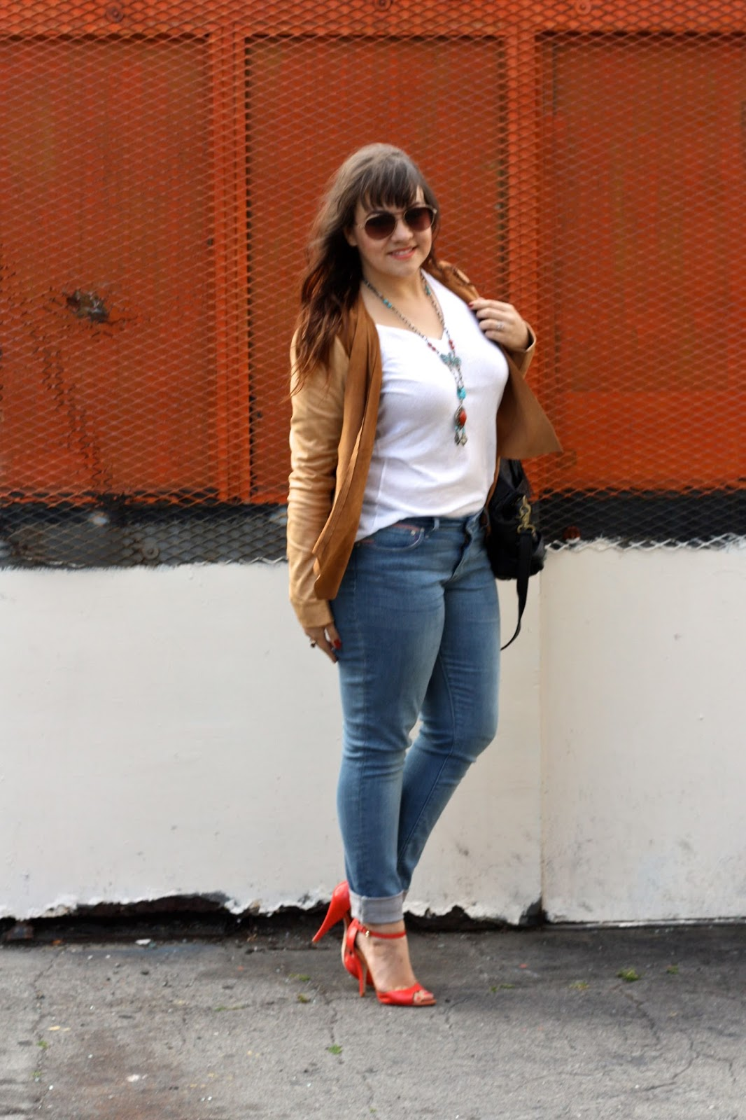What to wear with skinny jeans and red heels