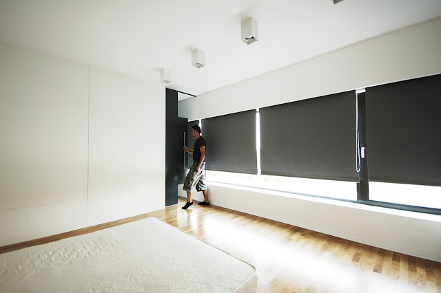 Black curtains in the minimal bedroom