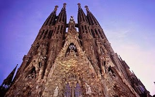 Hoe komt The Church aan hun bandnaam - Sagrada Familia - Barcelona