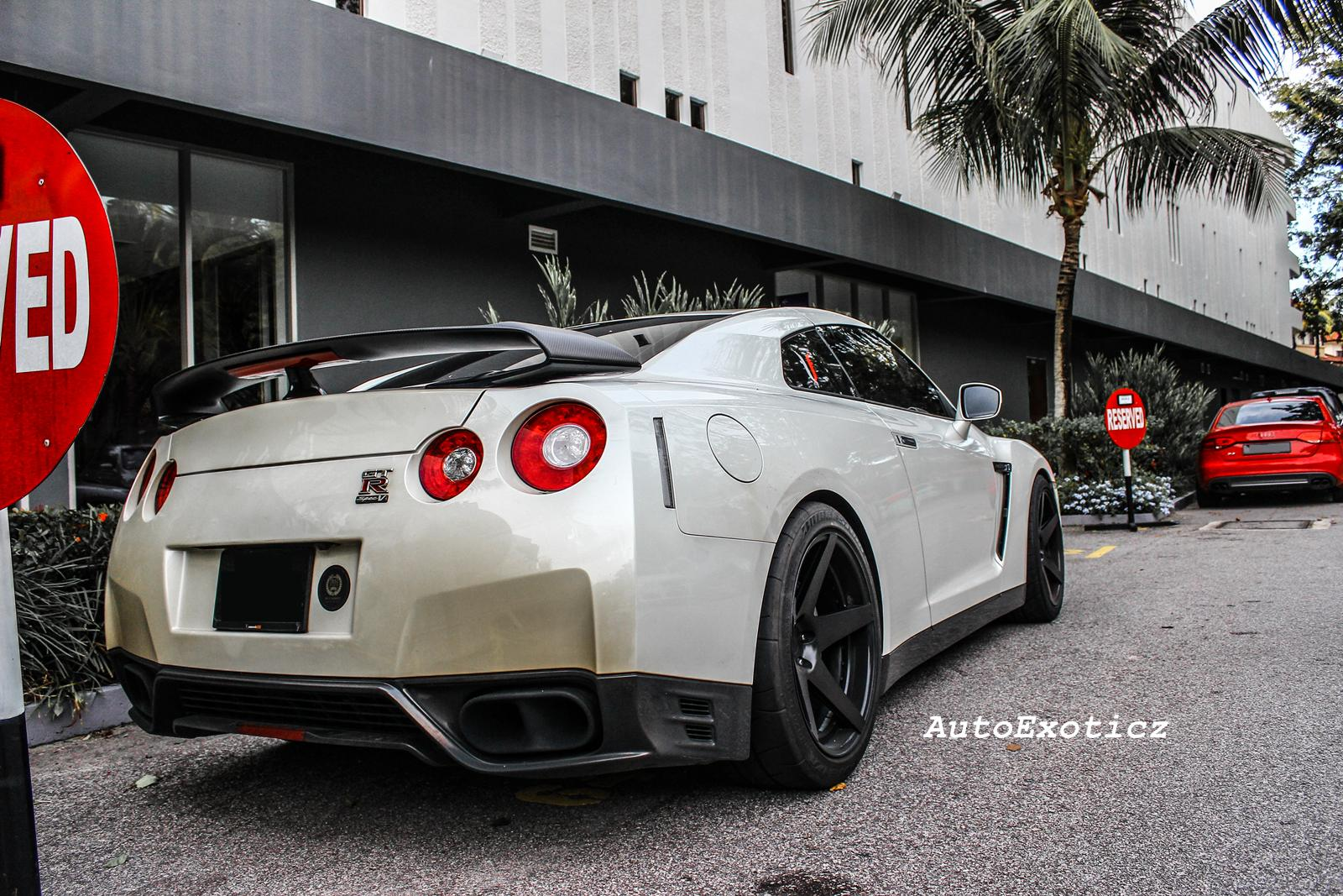 autoexoticz nissan r35 gtr spec v. Black Bedroom Furniture Sets. Home Design Ideas
