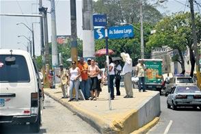 Fenatrano paraliza buses en disputa por control de ruta