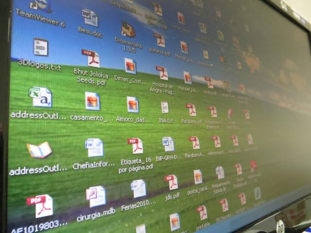 Fotografia Macro de Desktop de computador. Ambiente de trabalho com ícones