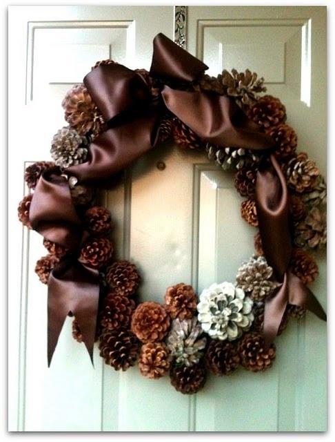 Как сделать новогодний венок на двери своими руками фото