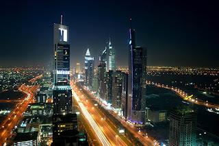 Dubai di malam hari