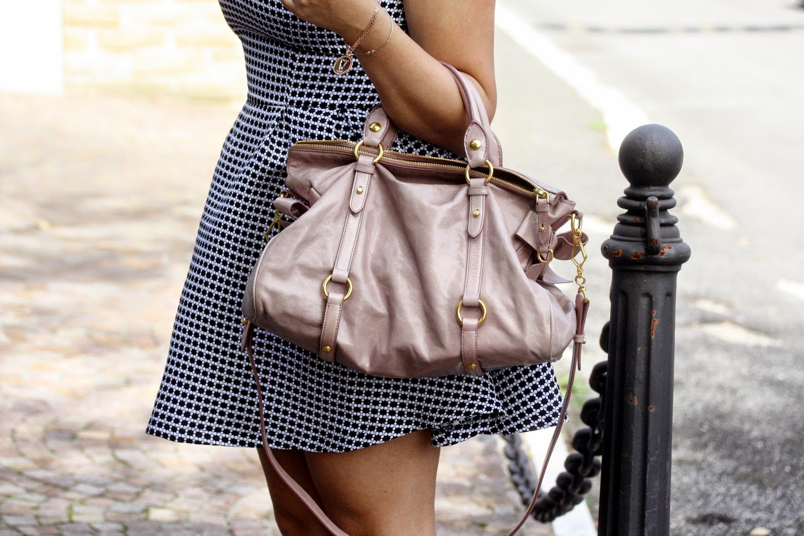 Black&White.. Con borsa color mughetto!