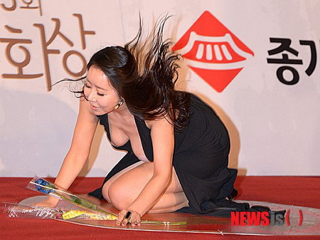 Ha Na Kyung red carpet