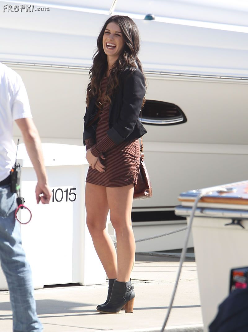 Shenae Grimes Hot in Mini Skirt | RightPix.blogspot.com | Celebrity picture | Hot picture | Hot ...