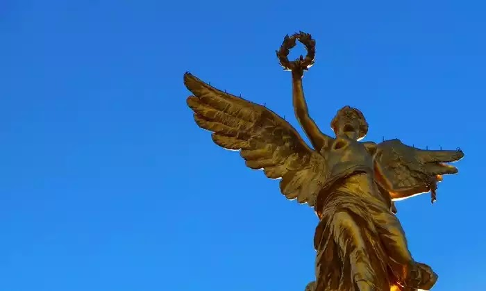 Ο πολύ ισχυρός σεισμός 8,3 ρίχτερ ταρακούνησε το άγαλμα της θεάς Νίκης στο Μεξικό ΒΙΝΤΕΟ