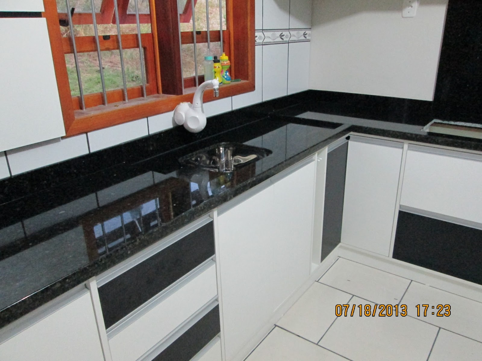MARMORARIA CARDOZO: Cozinha de Granito Verde Ubatuba #883D29 1600x1200
