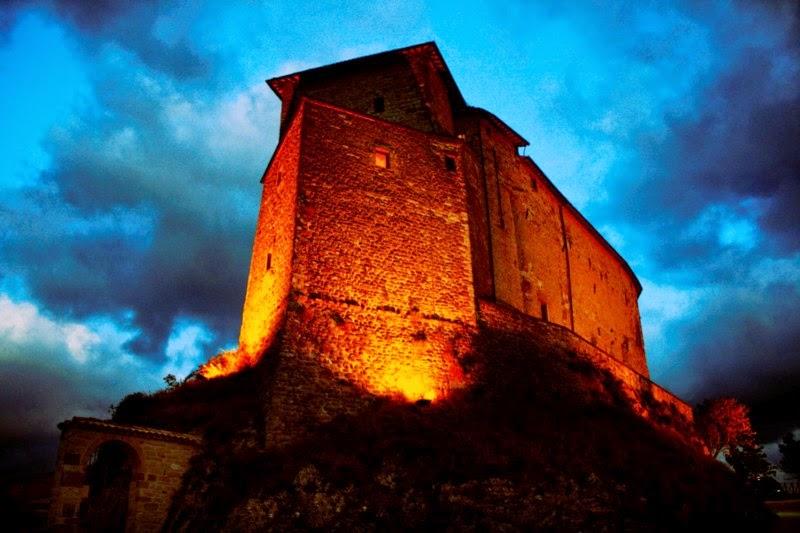 Nel castello di babbo natale frontone pu the marche for Castello di frontone