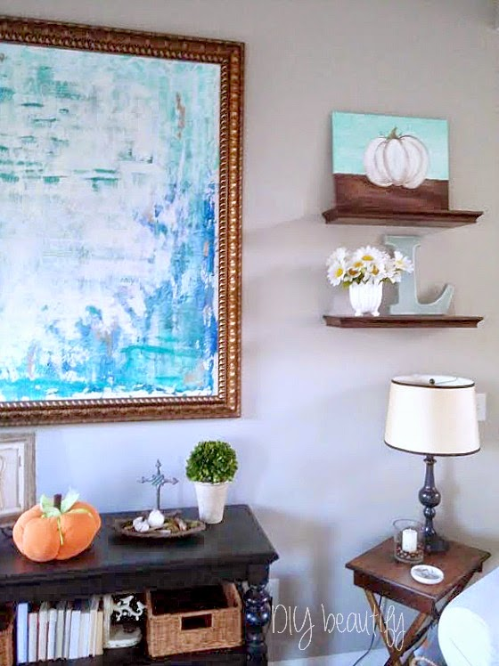 Fall touches in living room www.diybeautify.com