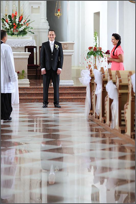 jaunikis laukia Tauragės bažnyčioje