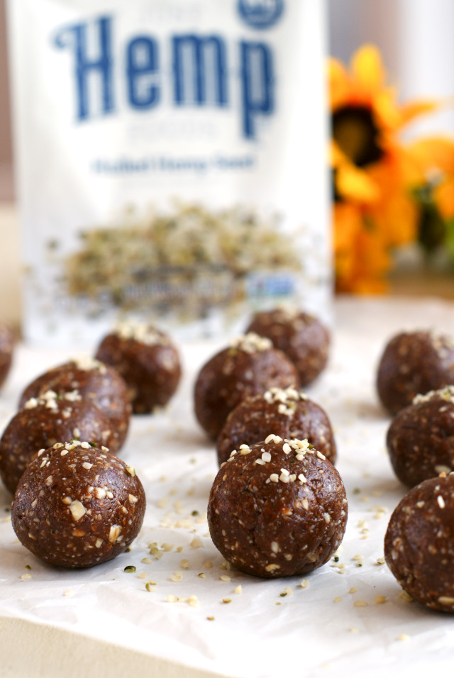 Hemp Seed Super Balls are full of nature's super foods, like hemp seeds, raw almonds, rolled oats and dark chocolate, making them a super healthy snack!