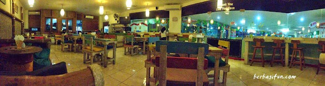 gili cafe mataram mall