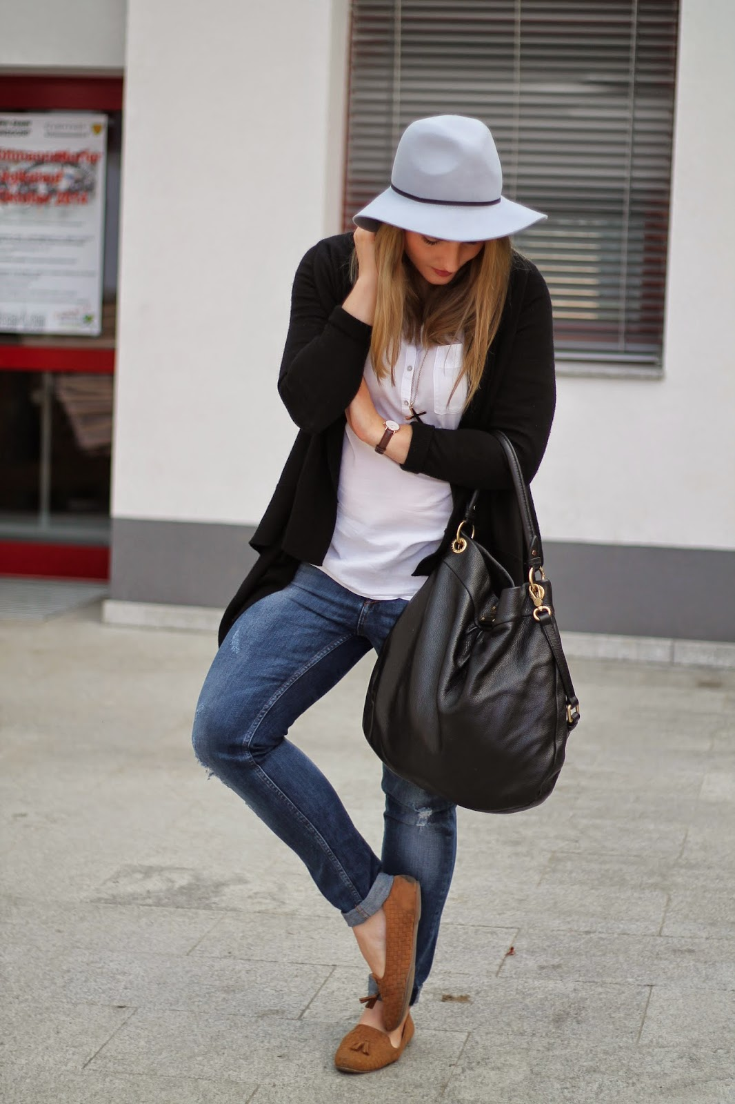 Fashionblogger Austria / Österreich / Deutsch / German / Kärnten / Carinthia / Klagenfurt / Köttmannsdorf / Spring Look / Classy / Edgy / Autumn / Autumn Style 2014 / Autumn Look / Fashionista Look / Clean Look / Neutral Colors / Grey Hat Grauer Hut Asos / Marc by Marc Jacobs Hilier hobo bag black with golden Hardware Schwarz / White Blouse Esprit Weiße Bluse / Schwarzer Cardigan Black Cardigan H&M / Blaue Boyfriend Jeans Ann Christin / Beige Loafers Forever 21 / Danie Wellington St. Andreas Watch /