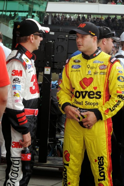 Greg Biffle and David Gilliland have a chat before driver introductions. #crownheroes #jww400 #reignon #nascar