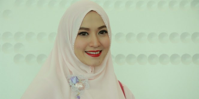 Model Hijab Syar'i ala Lyra Virna