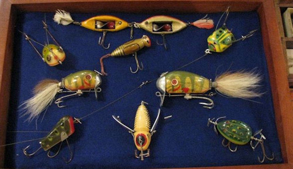 River city drifter antique tackle show lures in visitors for Vintage fishing lure identification