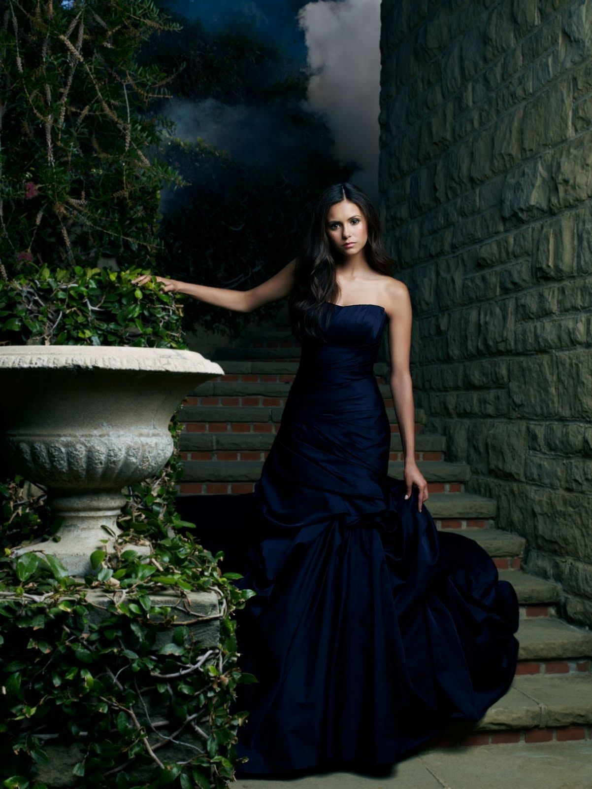 http://3.bp.blogspot.com/-46Jlh9bW7JE/TjxJBSm6XFI/AAAAAAAAAcY/JNLwd1OPpbY/s1600/Nina-Dobrev-Photoshoot-HQ-the-vampire-diaries-tv-show-15031313-1536-2045.jpg